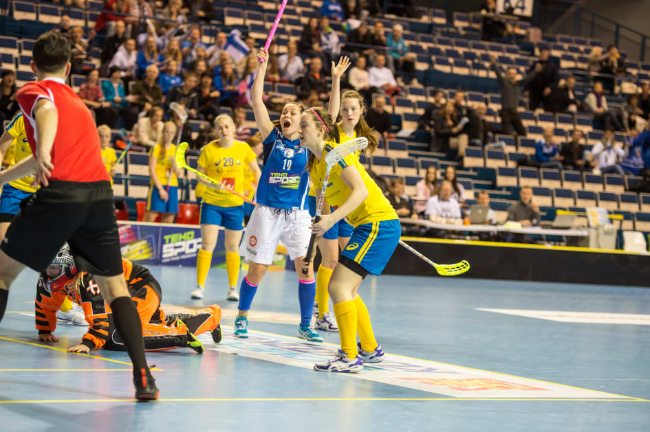 Sverige vann tidig finnkamp i bandy