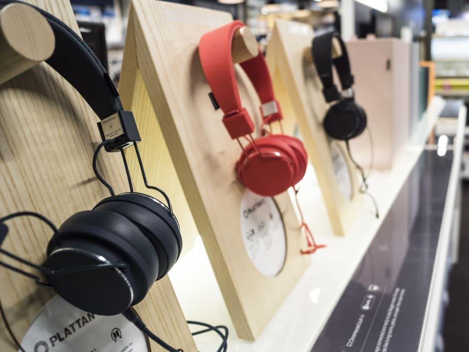 019a85979a4 Der er udstillet over 50 forskellige hovedtelefoner i den nye city-butik på  Nytorv i Aalborg.