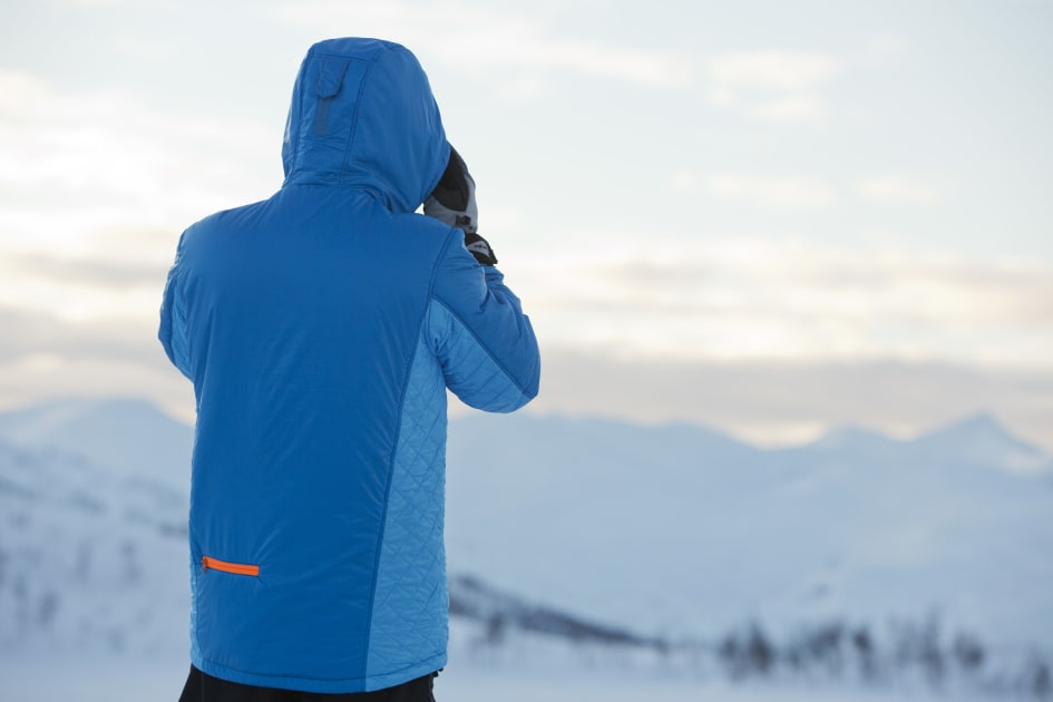 2cf9f094 Bergans nye PrimaLoft® jakke, Slogen, er laget i vindtett og vannavvisende  Pertex® Quantum materiale og gir suveren varme uten å ta mye plass i sekken.