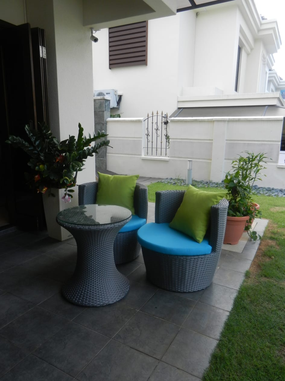 Alfresco furniture set has been an interesting and creative addition to your living space the type of materials used for such furniture is important to