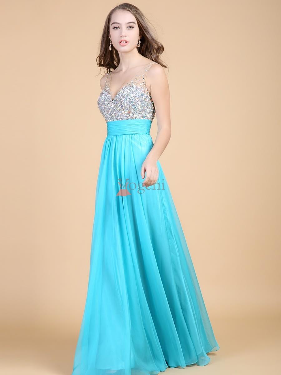 6348ebf962df Att hitta en festklänning som är vacker, elegant och moderiktig är ganska  lätt när man betänker det stora utbudet stilar som finns i butiker numera.