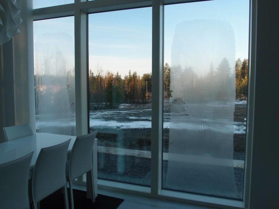 kondens på fönster inomhus