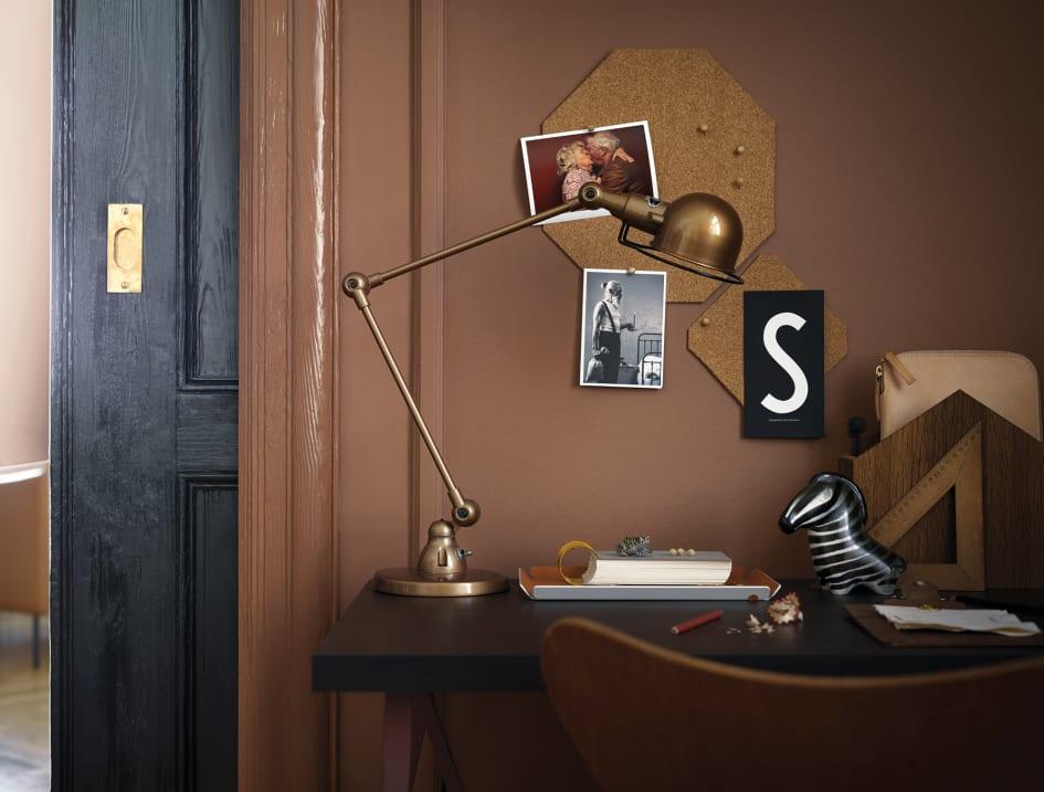 Beckers nya färgkarta Mood presenterar tre teman för inredning inomhus med  sex kulörer i varje. Var och en visar en kulörmässigt tydlig linje 6da1303d418f5