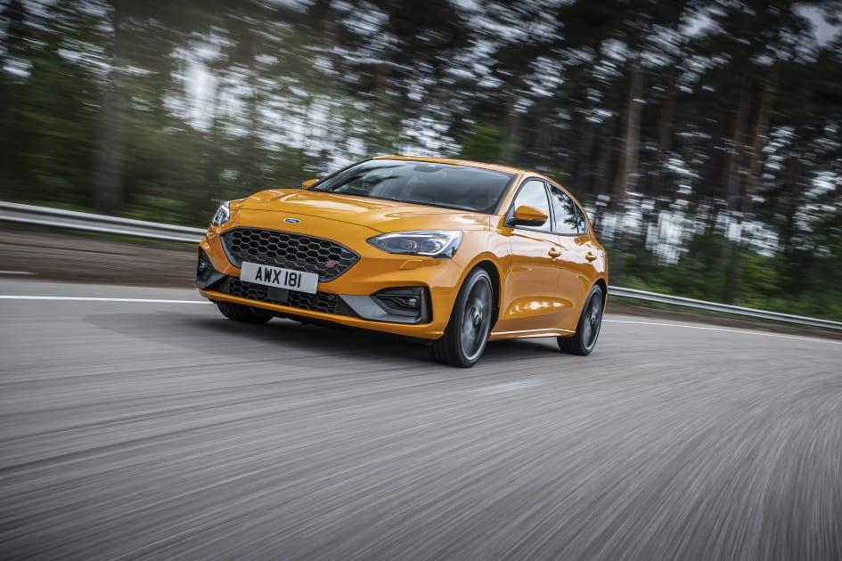 Ford Focus Rs Vs St >> Focus St N Urheilullinen Tekniikka Tuo Lisatehoa Suorille Ja