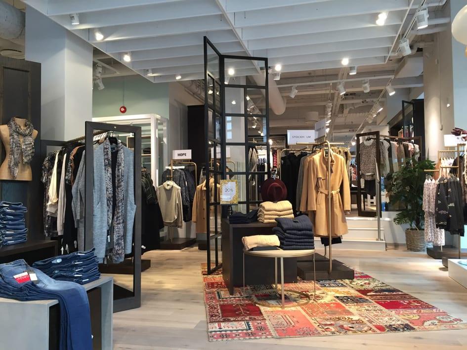 63819de41357 Den 12 november öppnar MQ en ny flagship store i Mall of Scandinavia i  Solna. Butiken på över 500 kvm blir den stiligaste hittills med  varumärkeskedjans ...