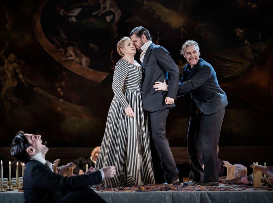 Klassiskt och nyskrivet pa operan