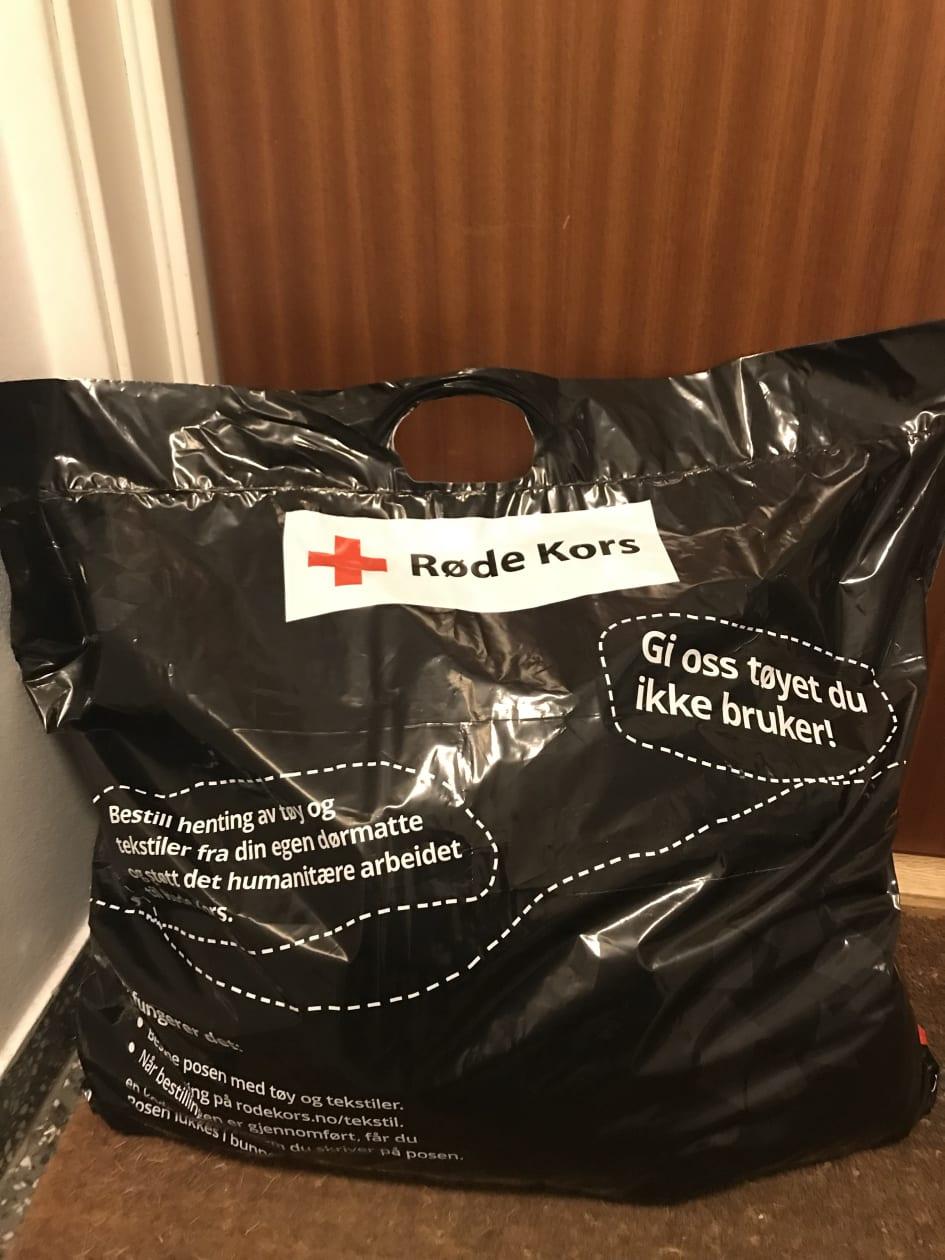 e229b469 Gi bort brukte klær til Røde Kors - helthjem henter hjemme hos deg ...