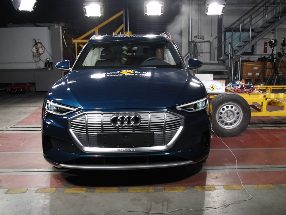 Audi e-tron Side crash test May 2019 - Thatcham Research