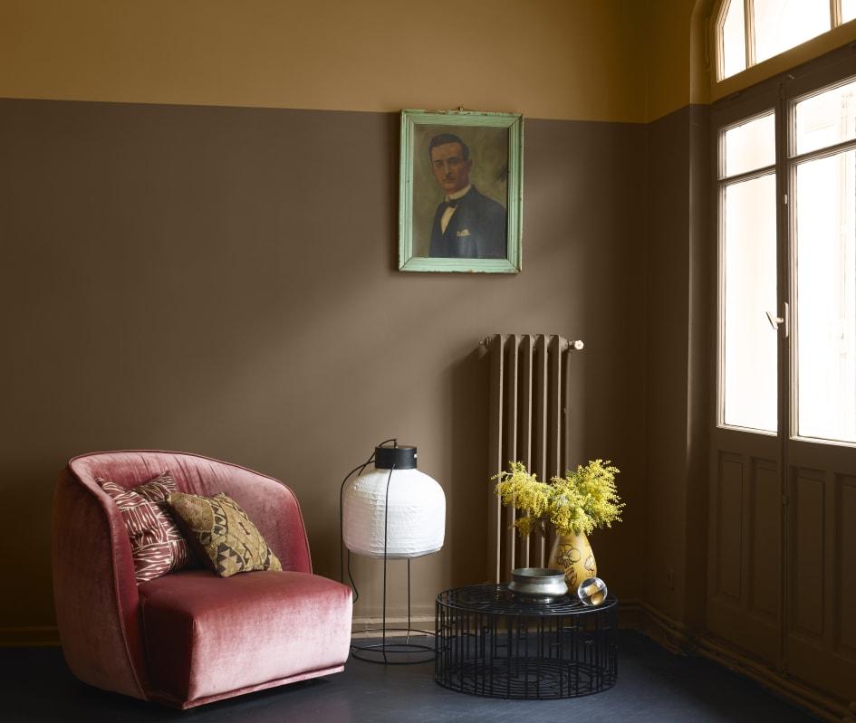 d48947c0 Brunt er en fargetone som vil utvikle seg videre i 2017 og 2018! Her er  veggene malt med LADY Pure Color 1362 Olive Brown og 10001 Dijon Yellow.
