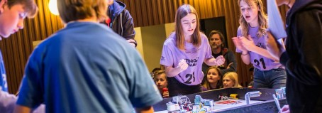 Anmäl dina elever till First Lego League
