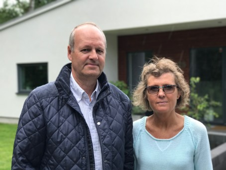 Tommie och Lena sökte bygglov – tvingades skänka mark till Vellinge kommun