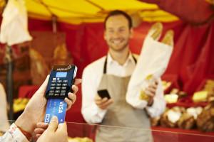Kartenzahlung mit Visa bei Kleinsthändlern über mPOS - Markstand