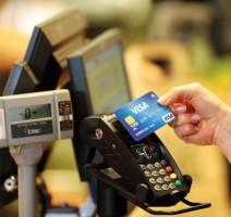 Cash betalen voor de kerstaankopen behoort meer en meer tot het verleden
