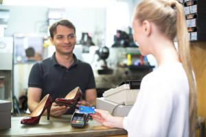 Mehr als 40.000 Terminals akzeptieren bereits kontaktloses Bezahlen mit Visa und V PAY