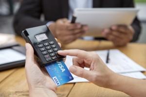 Bezahlen mit Visa im Büro über mPOS_nah