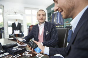 Bezahlen mit Visa bei Herrenausstatter über mPOS