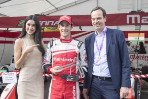 FIA Formula E Berlin ePrix: Visa Fastest Lap Trophäenübergabe an Bruno Senna