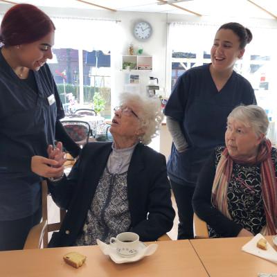 Maltesiska studenter lär av äldrevården i Alingsås