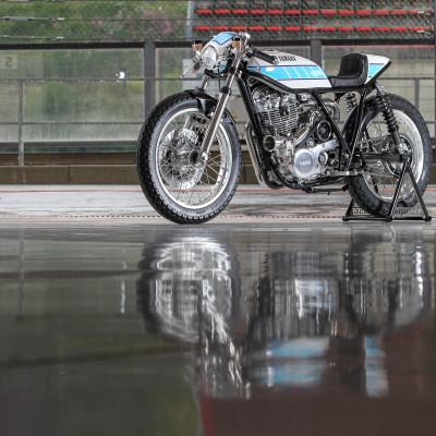 «Mer enn en motorsykkel, et kunstverk». Dunlop valgt som partner for den eksklusive, håndbygde Krugger «Yardbuilt» SR400.