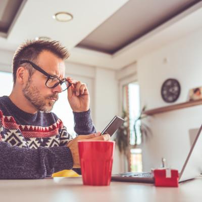 1 av 8 köper julklappar för pengar de inte har
