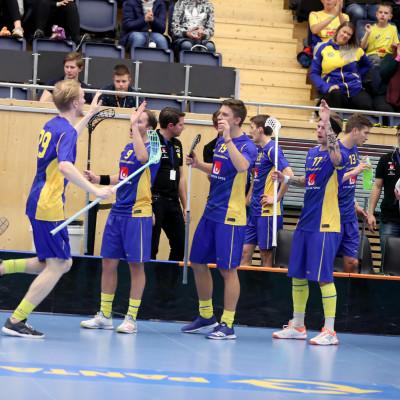 Sverige slog Schweiz med 5-1 i andra matchen i Euro Floorball Tour när Alexander Rudd firade 50 landskamper