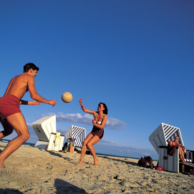 "Strandfotball, yoga og badminton på 7.500 kvadrat på ""AOK Active Beach Warnemünde"", Tyskland"