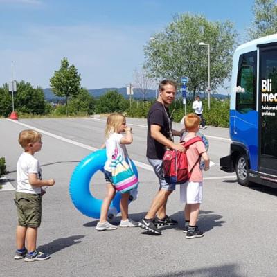 Hvordan går det når selvkjørende busser møter byliv og vanlig trafikk?