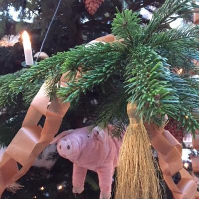 I år hänger våra grisar i granen