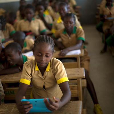 Nytt læringspass skal gi unge på flukt utdanning på tvers av landegrenser
