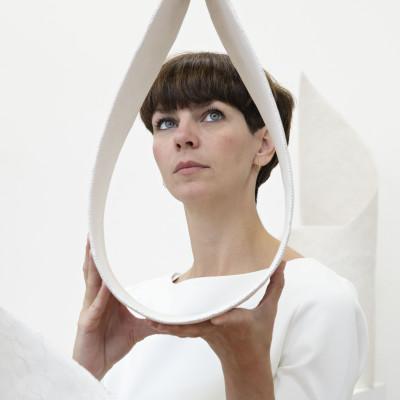 A square on a sphere – utstilling med Marte Johnslien