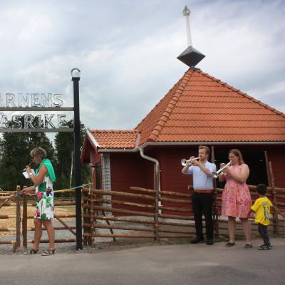 """""""Barnens Glasrike"""" i Målerås invigt av kommunalrådet Christina Davidsson"""