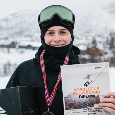 Sondre Bratt Andøl vant slopestyle for junior. Foto: Daniel Jacobsen / Snowboardforbundet