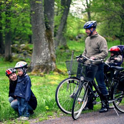 Glasbyn Målerås satsar på familjecykling -en del av Barnens Glasrike i Målerås