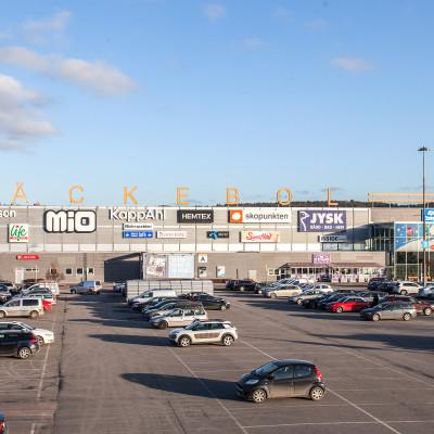 Cushman & Wakefield advises Starwood Capital and Vencom in sale of retail portfolio to Trophi