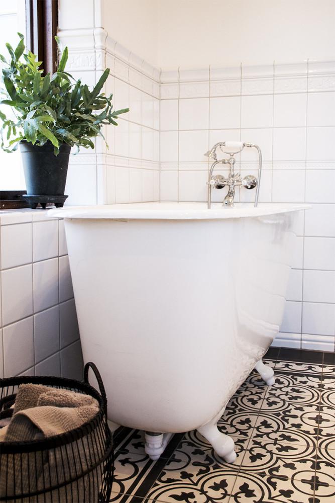 Nytt badrum i gammal stil i huset från 1912 Qvesarum Byggnadsvård