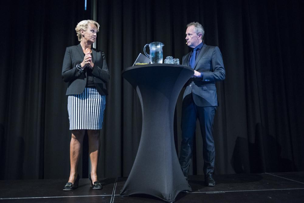 Anette Willumsen, admin. direktør for Lindorff i Norge og konferansier Per Henrik Stenstrøm