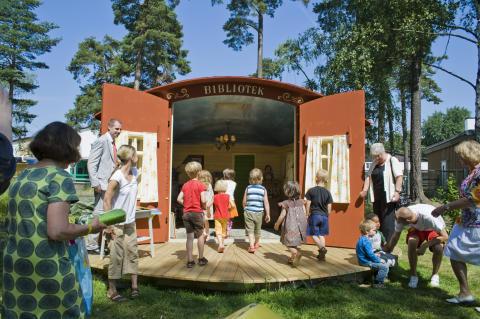 Järvastaden inviger sommarens härligaste barnbibliotek
