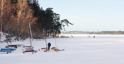 Sveriges bästa pimpelfiskare gör upp om guldborr i Järfälla