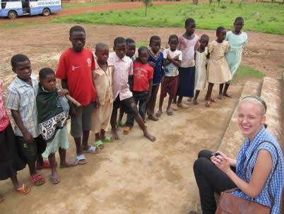 Elever arbetar med hållbar utveckling i Tanzania