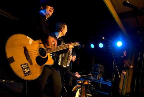 I väntan på festivalen: Balkanparty på Korrö med Kvartet Traktor!
