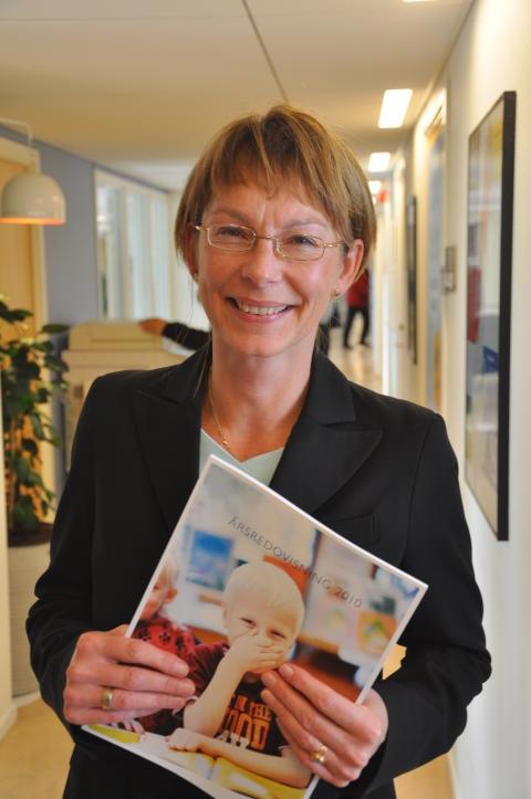 Anette Ömossa med den prisbelönta Årsredovisningen för 2010