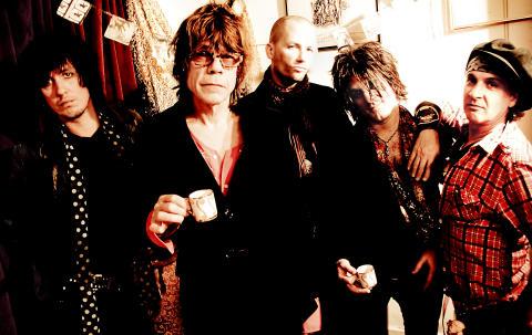 New York Dolls åter i samarbete med Todd Rundgren