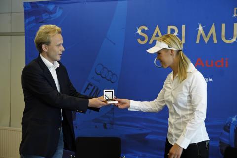 Sari Multalan kultaraha julkistettiin Suomen Urheilumuseossa