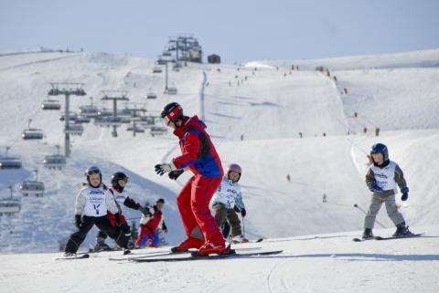 SkiStar AB: SkiStar anställer över 1,000 unga medarbetare