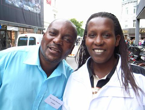 Yobo Mukonka och Beatrice Nyinawingeli ger ström åt folket