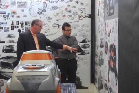 Pat Schiavone, Fords designchef för pickups och lastbilar samtalar med Filip Bosevski