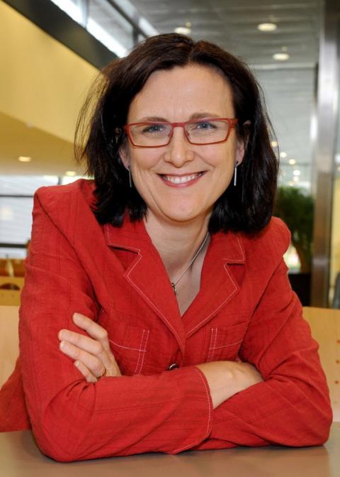 EU-kommissionär Cecilia Malmström svarar på frågor i Nordstan
