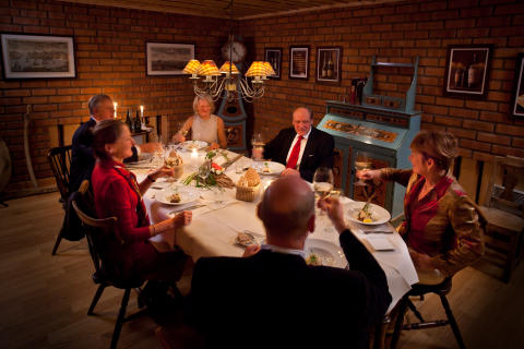 Middag i skänkrummet
