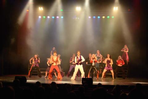 Vällingby Teater: Razzle Dazzle bjuder in till HBTQ-afton