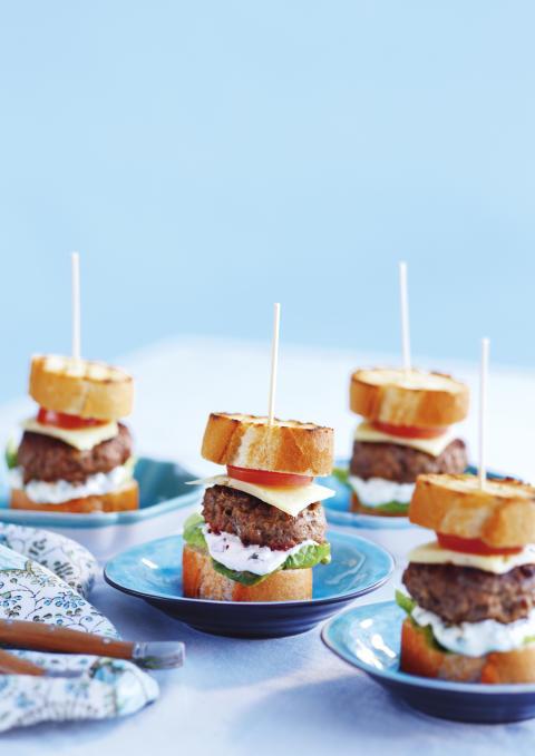 Hemmagjord hamburgare med Crème Fraîche Gourmet Sommarörter
